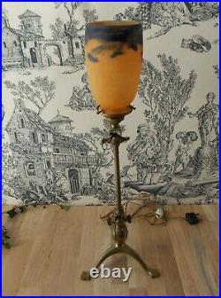 ANCIENNE LAMPE SIGNE BENSON LAITON DORE TRIPODE AVEC TULIPE DEGUE art nouveau