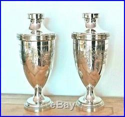 Paire de jolis vases anciens en métal argenté à décor ciselé, époque 1900/1920