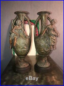 Paire de vases anciens signé F. Moreau- régule