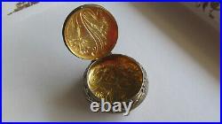Très ancienne boite à pilules en argent et or à l'intérieur